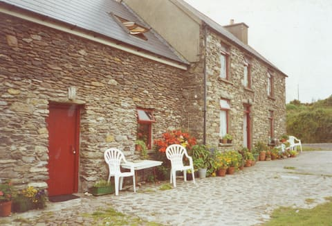 Stone cottage B&B (Loistin Beag)