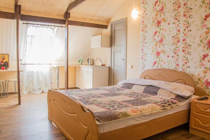 Уютная квартира-студия посуточно - Tolyatti - Apartament