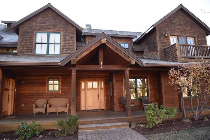 • Deep Cleaned - Mountain Sage - Walk to everything in Sisters from this spacious Sisters Vacation Condo in Pine Meadow Village. Sleeps up to 6 and includes free access to PMV amenities, including seasonal pool and hot tub across the street.
