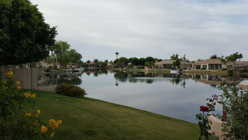 Peaceful Ocotillo Lake Home