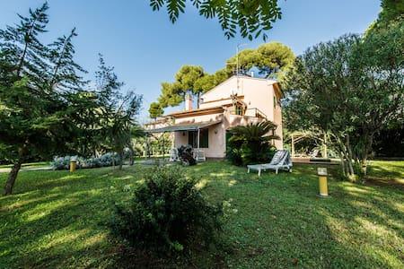 Lovely villa with garden, walking sea distance - Castiglioncello