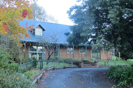 Dorf Cottage Bed and Breakfast - Hahndorf