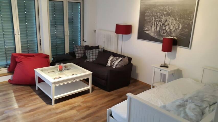 dachgescho appartment im zentrum wohnungen zur miete in m nchen bayern deutschland. Black Bedroom Furniture Sets. Home Design Ideas