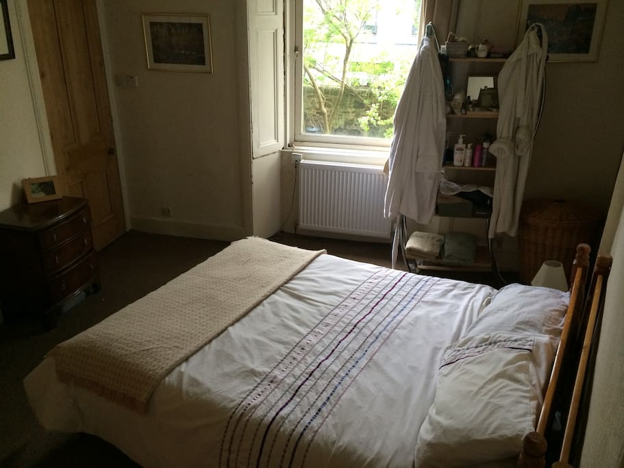 Double bedroom with king size bed and cot