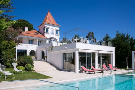 Spectacular 4 bed villa w/ private infinity pool