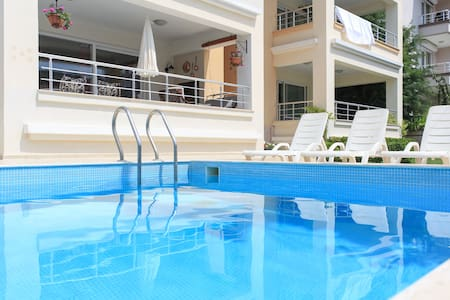 Beautiful and spacious, centrally located! - Çeşme - Apartment