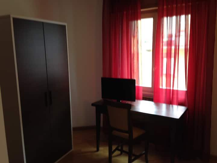 Appartamentino vicino Torre Torelli