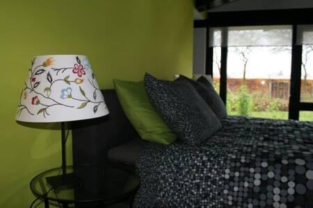 Mooie B&B kamer in een groene oase. - Valkenswaard - ที่พักพร้อมอาหารเช้า