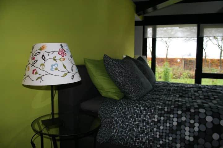 Mooie, zeer grote kamer(Groen) in een groene oase.