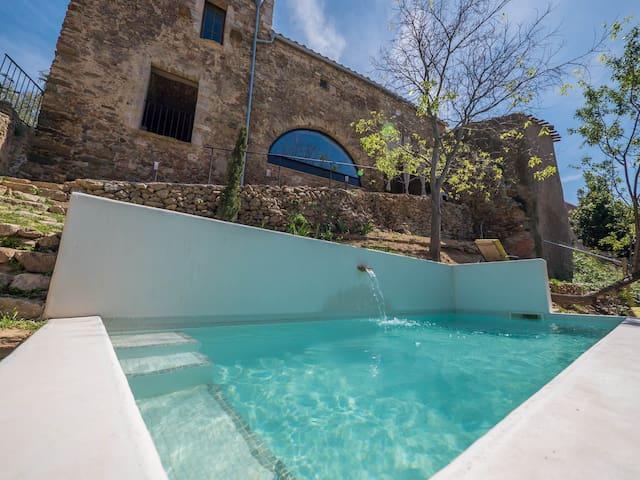 Casa de piedra con encanto y vistas - Palau-saverdera