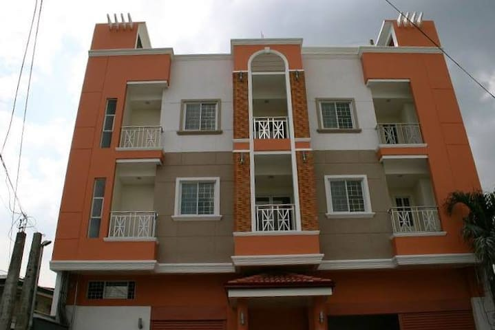 Luxurious 1 Bed Condominium in a nice neighborhood - Manila - Kondominium