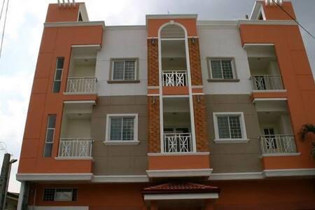 Luxurious 1 Bed Condominium in a nice neighborhood - Manila - Condominium