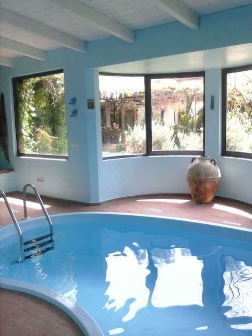 La piscina stagionale al coperto