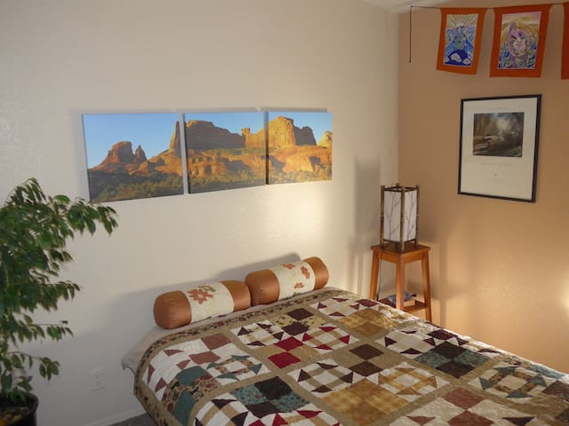 Cozy Room, Eastern Sierra Retreat - Bishop