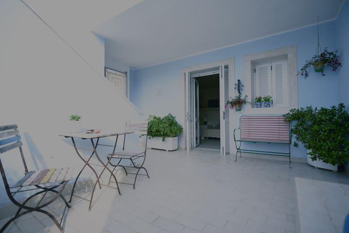 Villa Marisa: monolocale in porto