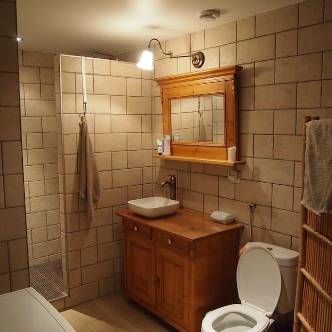 Gezellige kamer met priv badkamer chambres d 39 h tes louer signy montlibert champagne - Keramische inrichting badkamer ...
