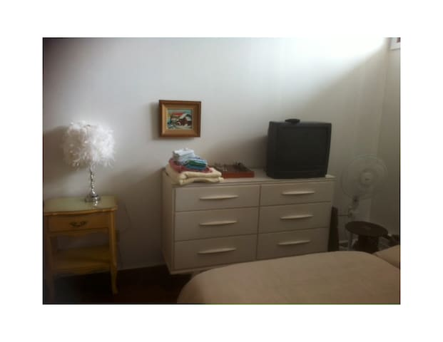 Big room, 2 single beds with shared bathroom - Cowansville - Hus