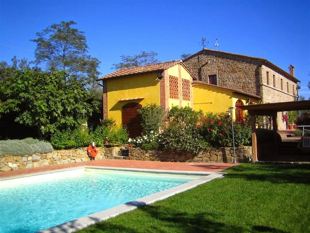 Ancient former barn with private garden and pool - Capraia E Limite - Casa