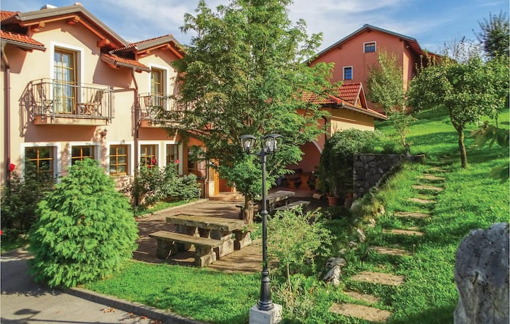 Holiday cottage with 2 bedrooms on 90m² in Pivka