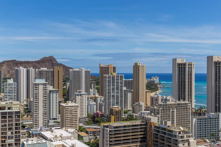 WAIKIKI Panoramic Ocean View Studio