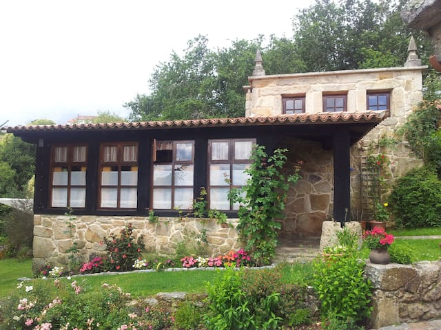 Charming traditional stone cottage. - Pontevedra - House