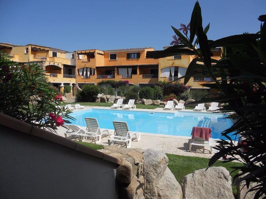Carinissimo monolocale con piscina apartments for rent for Piscina santa teresa albacete