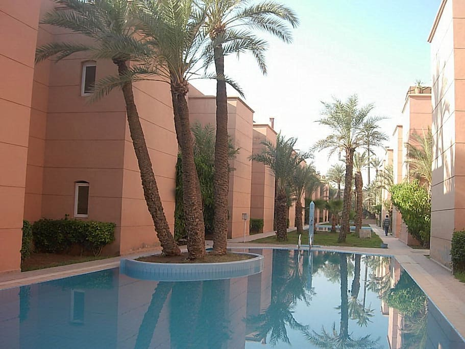 Beau riad marrakech 3 grandes piscines partagees for Airbnb marrakech