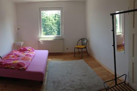 Zimmer in unserer WG - Francoforte sul Meno