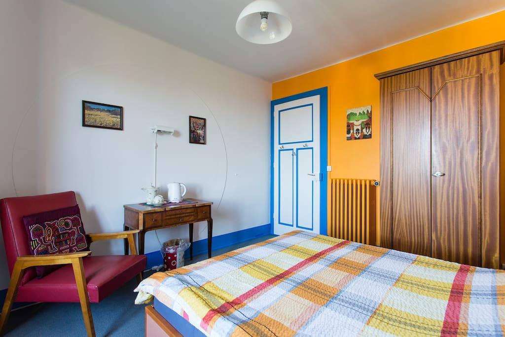 Vaud chambre priv e 1 lit 2 voyageurs093 jolie chambre for Chambre a louer a lausanne
