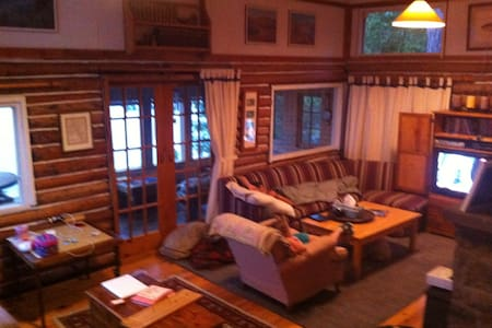 Sunny private lakefront cottage - Bancroft - Chatka