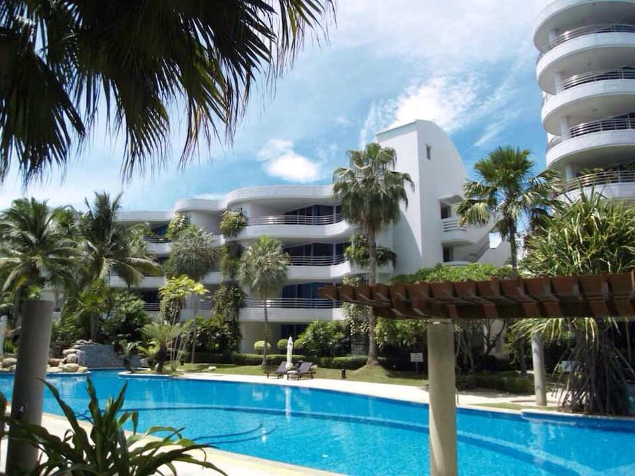 The room is located on the 4th floor of the B6 building with panorama view of the swimming pool. You can walk along side the pool to the beach.