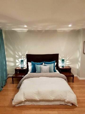 Private Bedroom Suite with Bath in 2BR Apt - Brooklyn  - Adosado