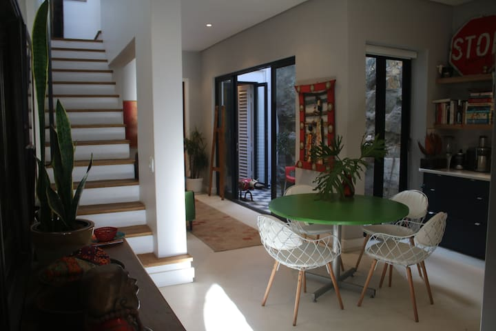 Self-contained stylish guest flat + AMAZING views! - Cape Town - Rumah