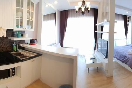 Cozy & Chic studio,Good Relax/WFH Kitchen & Wifi