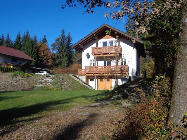 Huis met uitzicht op bergen en meer - Presseggersee - Huis