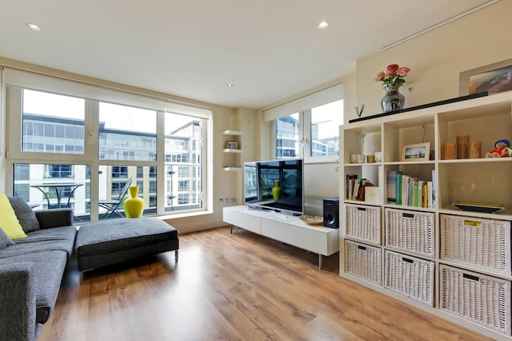 2 bedroom modern airy London apt