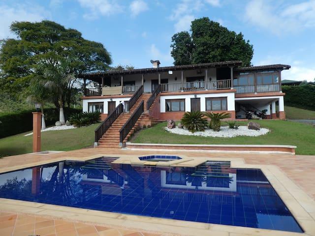 Luxury Villa -  Pool & Spa - Mountain View