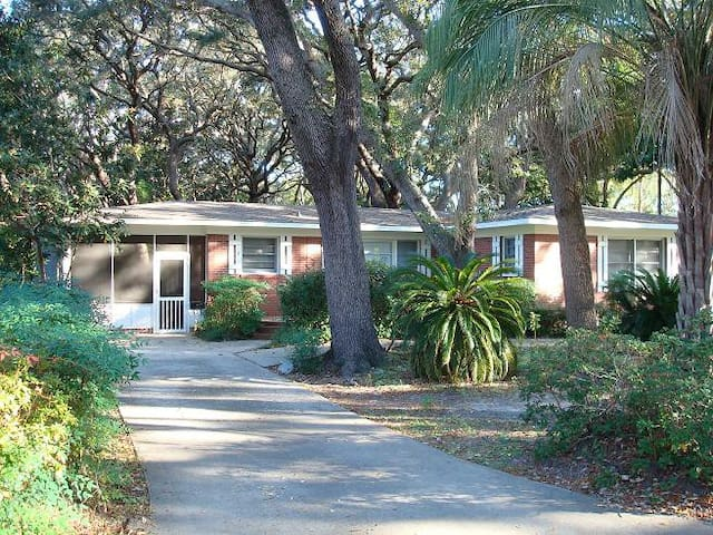 *NO GUEST SERVICE FEE* Beach Oaks ( 3-Bedroom Home )