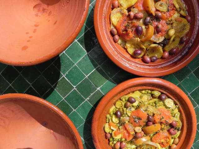 Home made tagines : 100% vegetables & Lamb/vegetables