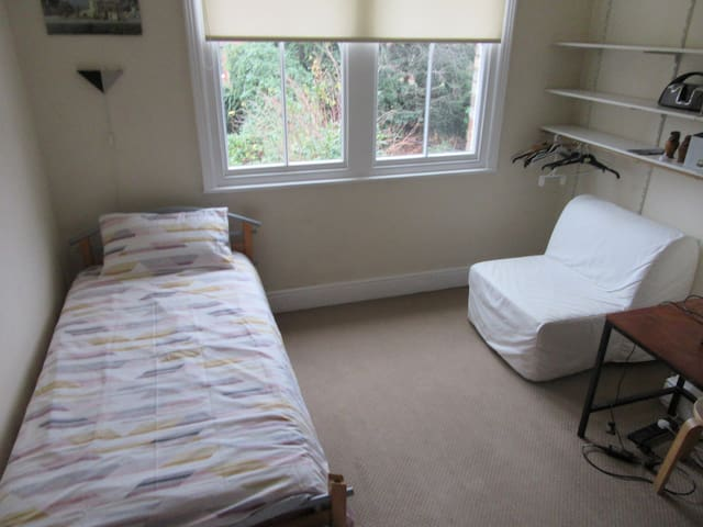 Large Twin Bedroom near to MUFC & Cricket Ground
