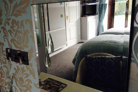 Luxury twin ground floor room. - Oswestry