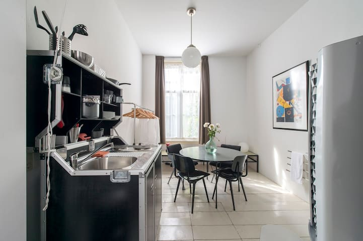 you can make your breakfast, lunch or diner, you have a good table and chairs for eating and working, a little nice radio to enjoy the music, an Italian percolator to make a nice espresso or cappuccino