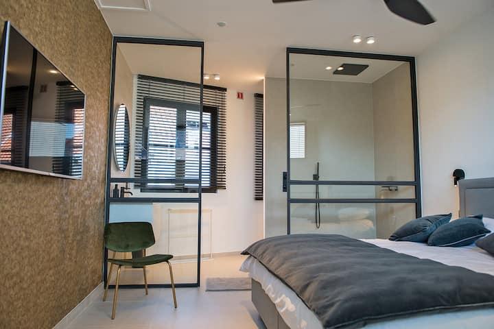 Guest Suite in Bruges with en-suite facilities