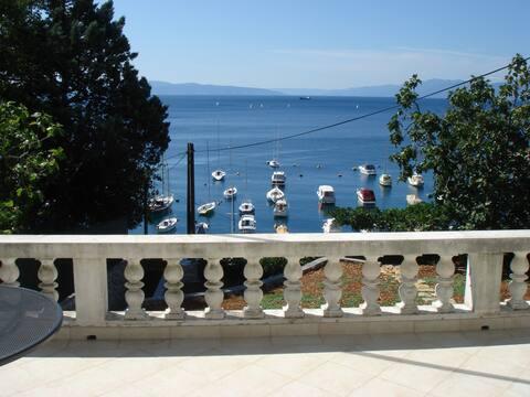 BEACH APARTMENT (Croatia)