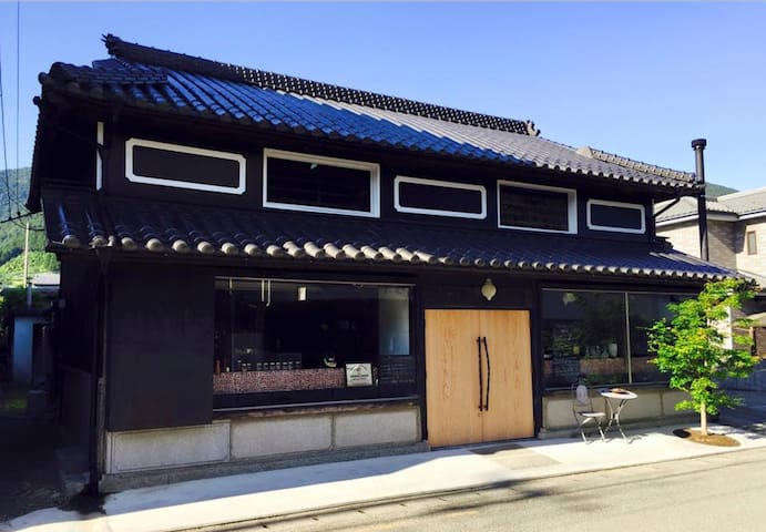 Traditional ex-sake brewery and bar - Kamiyama, Myozai District - House