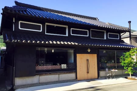Traditional ex-sake brewery and bar - Kamiyama, Myozai District - Rumah