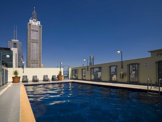 StayCentral CBD Vistas rooftop pool city views