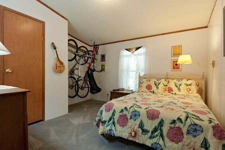 Don't mind the Bicycles on the Wall - Wesley Chapel - Casa