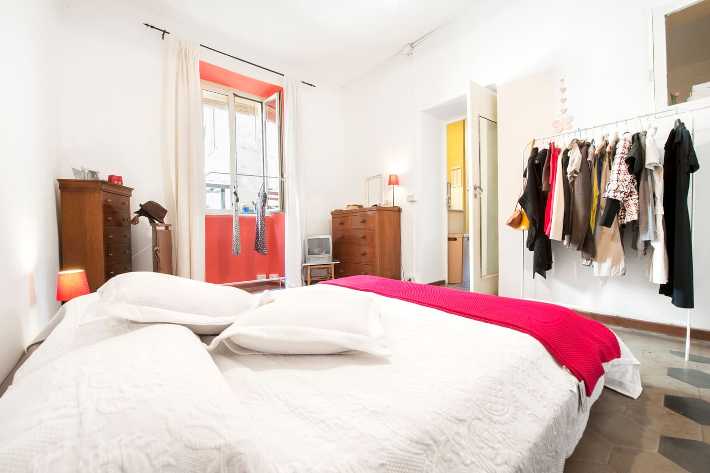 This is the main bedroom. The bed is a double size bed and very confortable.