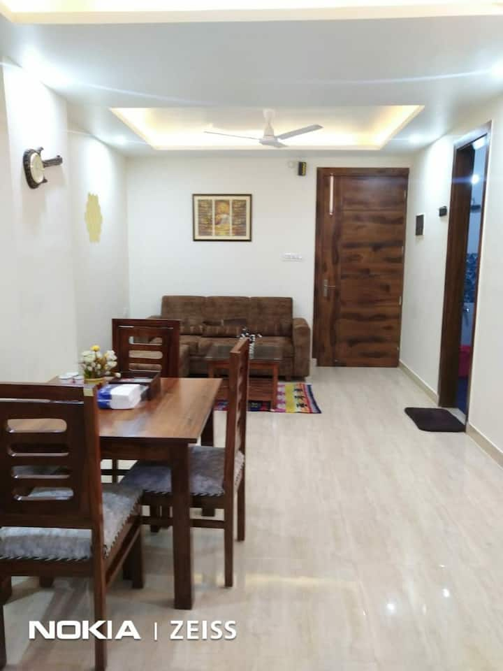 Entire flat-Luxury 1bhk-ktchn-wifi-1km laxmn jhula